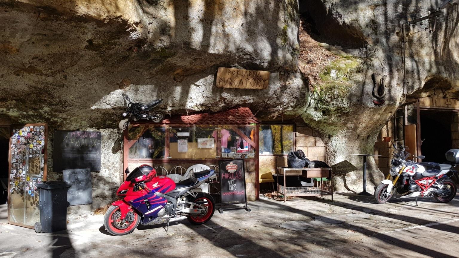 an den Bikerhöhlen
